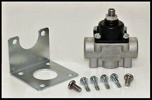 Quick Fuel Cast Fuel Pressure Regulator 4.5-9 PSI, Part # 30-803